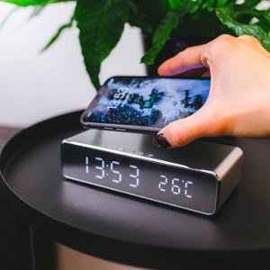 digital väckarklocka - QI laddare - Smart julklapp