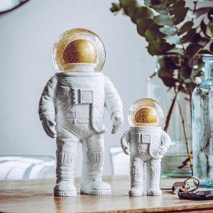 The Astronaut – Snöglob